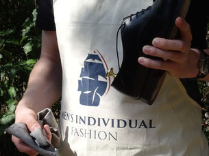 Sonntag ist Schuhputztag/ Sunday is shoe polish day. Photo: Men's Individual Fashion.