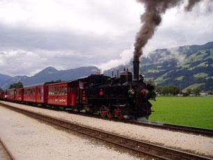 チロルの有名なツィラータールを走る、ツィラータール鉄道