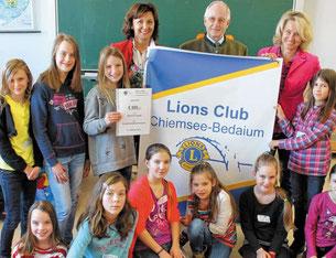 LC Präsidentin Aliya von Ripaupierre, LCF Kurt Ruhwiedel, LCF Margit Demhartner und die Schülerinnen der 5c des Annette-Kolb-Gymnasium