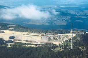 Das Auffangbecken (links unten) auf dem Plettenberg soll nach den Berechnungen von Hans Edelmann bei Starkregen nicht genügend Wassermassen zurückhalten können.Foto: Foth