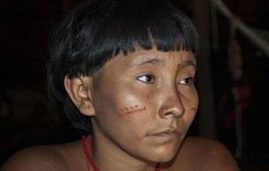 Mineros ilegales contaminan los ríos de indígenas yanomamis y yekuanas. © Foto: Fiona Watson/Survival Internacional.