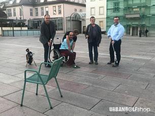 Den Stuhl als Ziel fest im Blick - ©UrbanGolf Shop