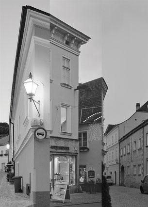 Konrad Stanias Blicke auf Geschäftslokale in seiner Heimatstadt Krems-Stein. Foto: zVg
