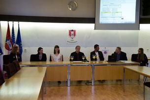 Auslosung Gedikom-Cup! v.l.n.r Katrin Sporrer, Indri Kamdani, Annegret Schnick, Michael Sporrer, Gerhard Lindner, Jürgen Kürzinger, Pia Fronhöfer