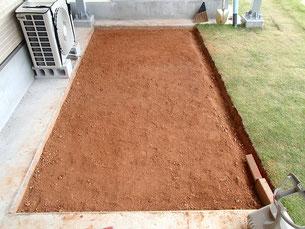 芝を剥がし整地した状態
