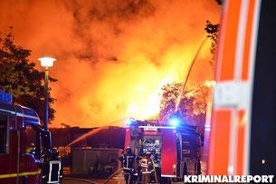 Meterhohe Flammen in der Salzmannstraße.