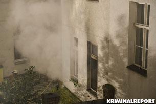 Sieben Personen bei Brand in der Baruther Straße in Kreuzberg verletzt.Darunter 2 Feuerwehrmänner.