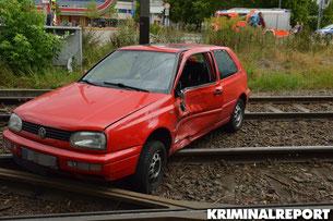 Schwerer Verkehrsunfall in Marzahn am 25.08. 2015. Vier Personen, darunter ein Kind wurden verletzt.Auto von BVG Bus auf Tramgleise geschleudert.
