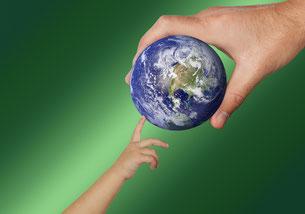 Welt und zwei Hände