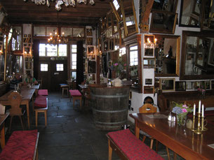 "Cosy inn, so-called ""Strausse"""