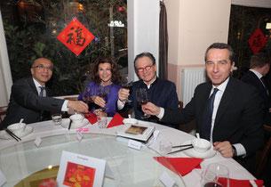links beginnend: SE Botschafter Li Xiao Si; Dr. Brigitte Bierlein, Bundeskanzlerin a.D.; Prof. Dr. Georg Zanger, Präsident der ACBA; Mag. Christian Kern, Bundeskanzler a.D.