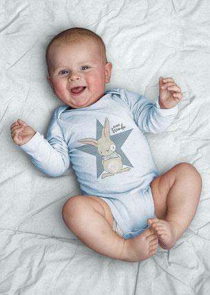 Babybody mit kleinem Hase