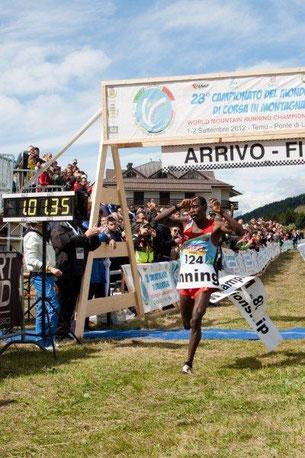 Foto: Weitz;  Zieleinlauf Momo in Temu-Ponte di Legno/Italien (Tonalepass); Toni und Bibi waren unter den Zuschauern.