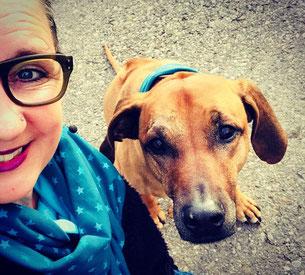 Stefanie Affolter mit ihrem Hund