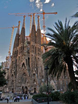alte Ostfassade mit Gaudi Portal