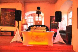 DJ-Musik für Hochzeiten und Firmenpartys mit dem Dee-Age DJ Set