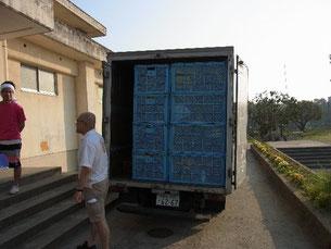 トラック一杯に積み込まれた道具