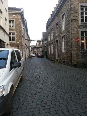 Zukünftig wird die Berechtigung zur Durchfahrt der Burgstraße mittels einer Kennzeichenerkennung und einer neuinstallierten Ampelanlage angezeigt.
