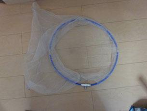 自作の網を取り付けたタモ