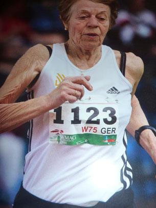 Elfriede Hodapp bei ihrem Rekordlauf