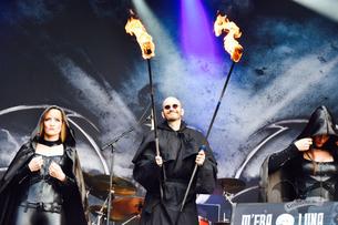 Mark Benecke als Fackelträger beim Auftritt von Blutengel, M'era Luna-Festival 2017 / Foto: Dunkelklaus