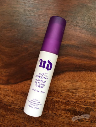 Make-up-Fixier-Spray von Urban Decay / Foto: Batty Blue