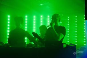 [v.l.] DJ Ronny Moorings (Clan of Xymox), Djane Jeanny und DJ Lo-Renz während der Verlosung, Dark Tower Party vol. 6 / Foto: Dunkelklaus