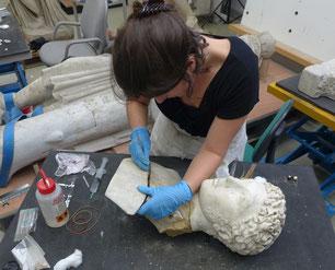 Démontage d'un ancien assemblage d'un buste en marbre