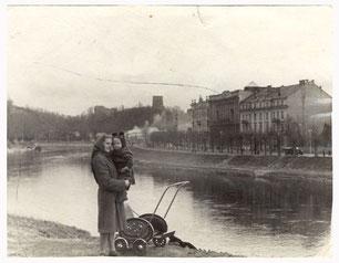 Vilnius. Atminimui!!! nuo Birutės su Vytuku... (Vilnius 1953.IV.3)