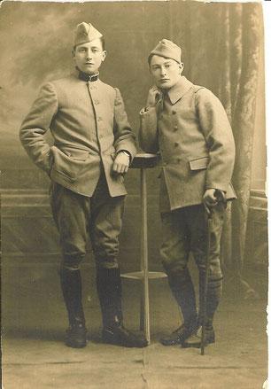 フランス軍時代のジャック・ヴァッシュ(右)。何ものも生み出さないまま異様な魅力をふりまいて、ブルトンやシュルレアリスムに大きな影響を与えた謎の人物である。アヘンによって変死。
