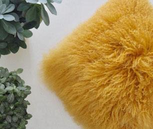 Kussen Tibetaans Schapenvacht Oker geel
