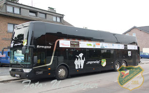 Unser Sessionsbus 2016, mit dem wir sicher und bequem von Auftritt zu Auftritt kommen. Mit freundlicher Unterstützung von Eifelgold Reisen und unseren Sponsoren.