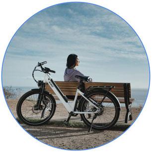 vélo à assistance électrique d'occasion blanc