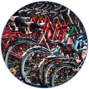 lot de vélos d'occasion de toutes les couleurs