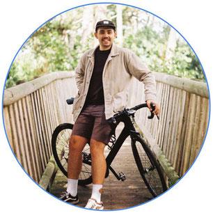 Entrepreneur sur un vélo