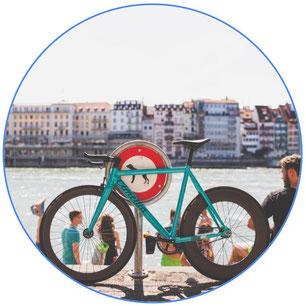 vélo de course au bord de la mer