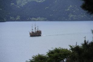 公園から芦ノ湖を望む