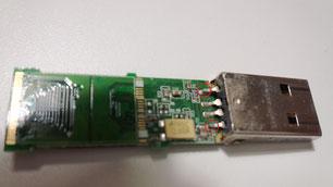 USBメモリを分解し修理いたします。