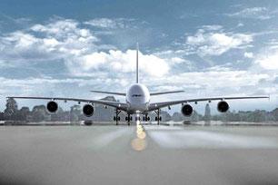 Photo d'un A380 vu de face au sol mettant en relief la finesse de ses lignes