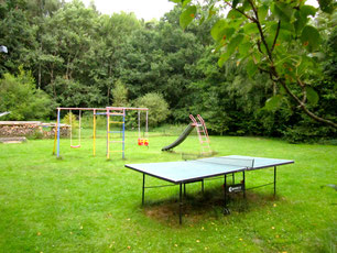 Ferienhaus Tischtennis Rutsche Schaukel großes Grundstück Familienurlaub