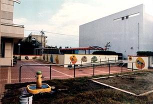 埼玉県の入間市産業文化センターに池原昭治の童絵壁画