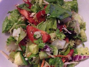 Den Salat habe ich sogar noch schnell fotografiert, bevor ich ihn verputzt habe ;-).