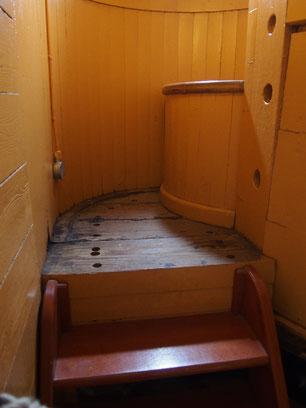 ヴィクトリーの囲いのあるトイレ(筆者撮影)