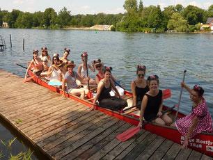 Die Mädels stechen zusammen mit einem Guide in See