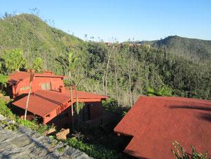ehemalige Hotelanlage auf dem Berggipfel