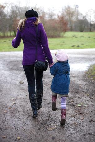 Kindermädchen mit Erfahrung und pädagogischem Hintergrund