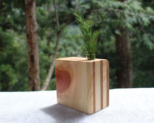 吉野杉と桧で作った一輪挿し