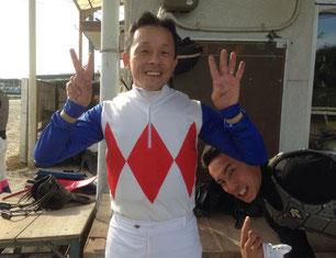 """東川公則騎手(左)とヤマニンアルブルは、""""僕の所属厩舎馬""""です!の吉井友彦騎手(右)"""