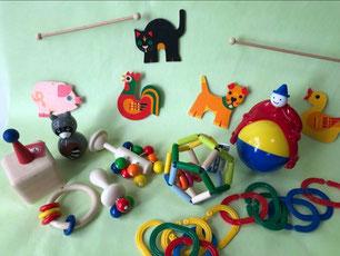 生まれたて~6か月のおもちゃ、モビールねこ(ヘラー社) 、マジックマン(アンビトーイ)、SEボール(セレクタ社)、ドリオ(ネフ社)、ティキ、リングリイリング、おきあらいぐま(キッドオー)、エデュコチェーンの商品画像