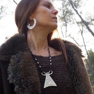 collier pendentif ethnique traditionnel argent massif cadenas Hmong